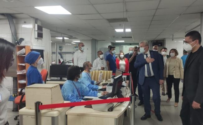 Sağlık Müdürü bayram nöbetindeki sağlıkçıları yalnız bırakmadı