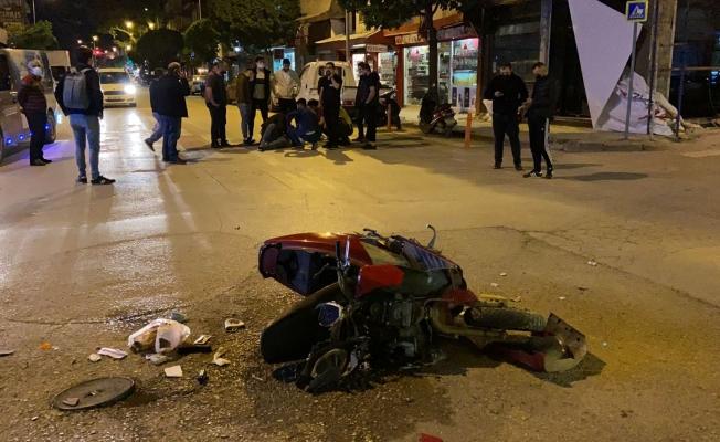 Ticari taksiyle çarpışan motosikletli yaralandı
