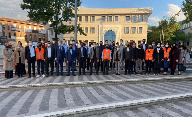 AK gençler Bursaspor'un 58. yaş coşkusunu vatandaşlarla paylaştı