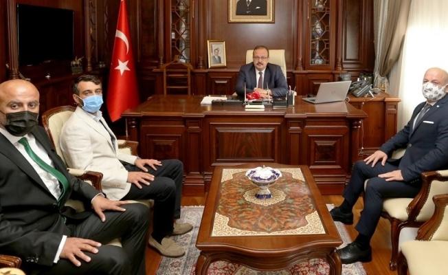 Bursaspor yönetimi, Bursa Valisi Yakup Canbolat'ı ziyaret etti