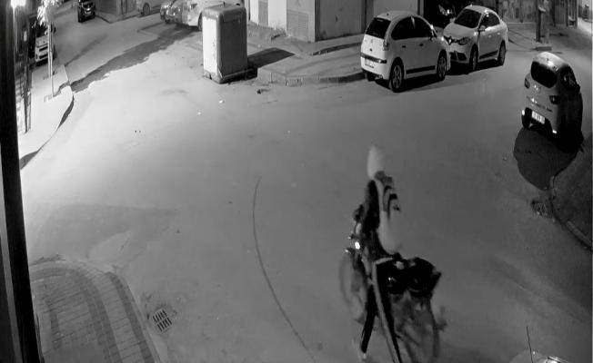 Çaldıkları motosikleti düz kontakla çalıştıramayınca kaçtılar