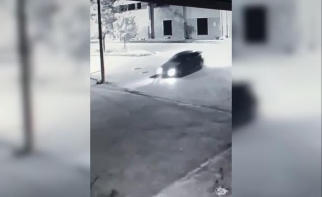 Dikkatsiz sürücü köpeği ezdi, o anlar kameraya yansıdı