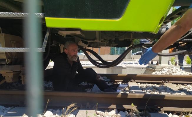 Bursa metrosunda korku dolu anlar...Şehrin metro hattını yarım saat kilitledi