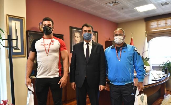Rekortmen sporcudan başkan Dündar'a ziyaret