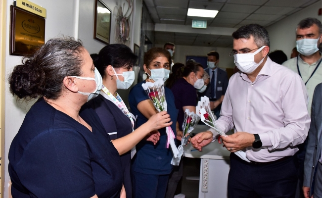 Başkan Yılmaz'dan hastane ve huzurevi bayram ziyareti
