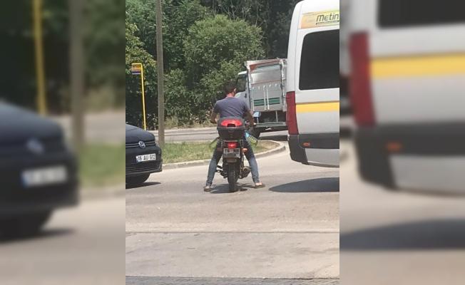 Pancar motoru için pet şişeyle benzin alınca polisi alarma geçirdi