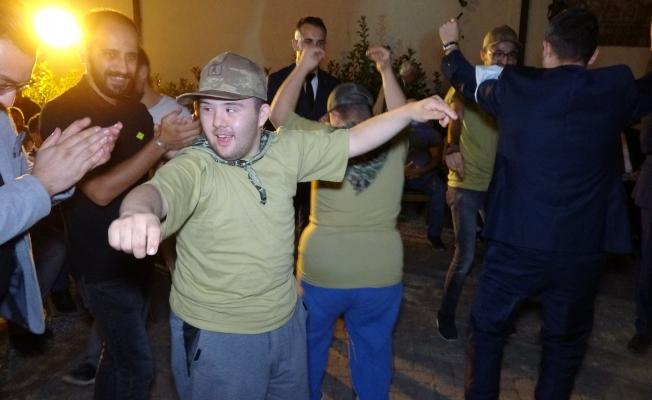 Bursa'da engelli gençler için unutulmayacak 'asker' eğlencesi...