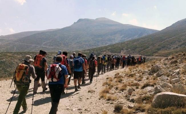 Dağcılar Uludağ'ın zirvesine çıktı