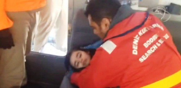 5 yaşındaki kızı hava odası kurtardı