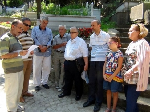 Bursa Sevdalısı Kazım Baykal Mezarı Başında…