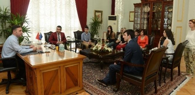 Türkiye İle Kosova'nın Dostluğuna Gençlerden Tam…