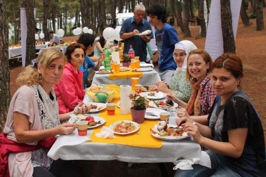 Bursa'da Mimarlar Seçim Günü Piknik Yaptı