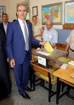 Bursa Büyükşehir Belediye Başkanı Recep Altepe Oy…