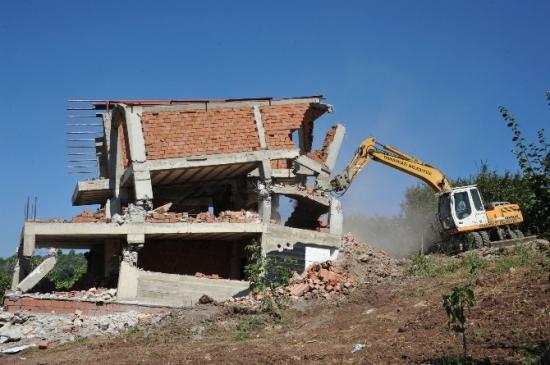 Kaçak Villa İnşaatı Yerle Bir Edildi