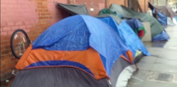 Abd Sokaklarındaki çadırların Esrarı