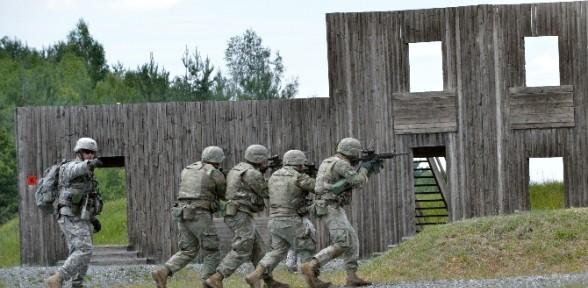 Amerikan Askerleri Afganistan Yolunda