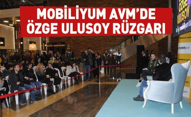 Mobiliyum AVM'de Özge Ulusoy rüzgarı