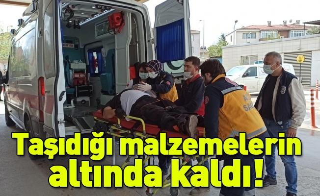 İnegöl'de taşıdığı malzemelerin altında kalan işçi yaralandı