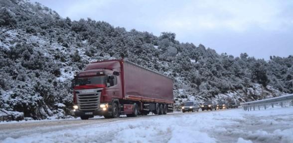 Antalya Yolu Ulaşıma Kapandı