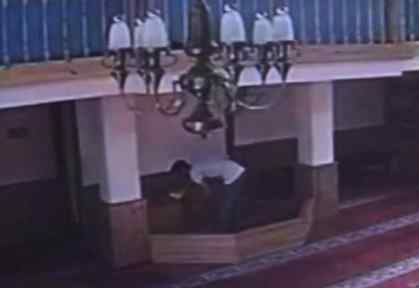 Aynı Camiyi Mesken Tuttu, önce Hırsızlık Sonra Dua