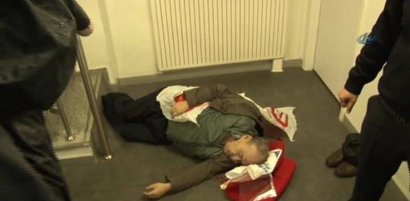 Banka Merdivenlerinde Düşen Yaşlı Adam öldü