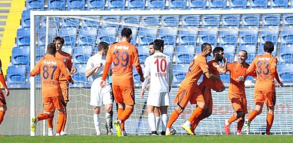 Başakşehir'den tek gol, 3 puan