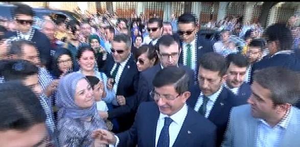 Başbakan Davutoğlu'na Sultanahmet'te yoğun ilgi