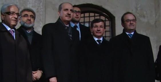 Başbakan, Gül Baba Türbesi'ni ziyaret etti