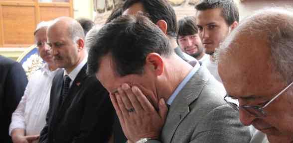 Başbakan Yardımcısı İşler, Gözyaşlarını Tutamadı