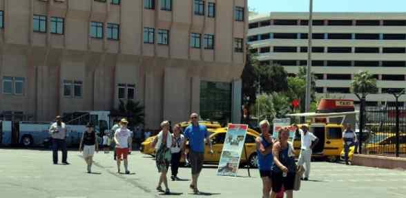 Bayram Turisti İzmir'e Can Verdi