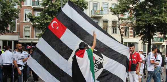 Beşiktaşlı Taraftarlar Maça Hazır