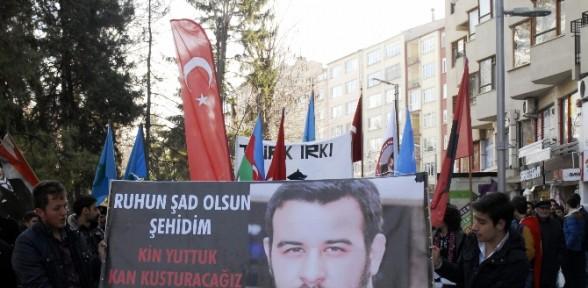 'Çakıroğlu' ve 'Hocalı Katliamı' yürüyüşünde arbede