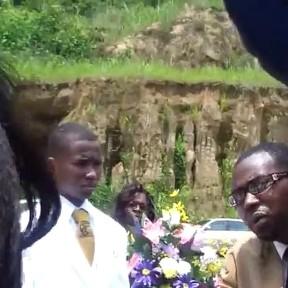 Cenazede Güldüren Olay