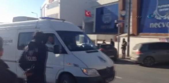 Cenazesi Polis Eskortuyla Götürüldü