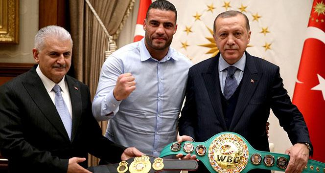 Erdoğan Suriyeli şampiyon boksörü kabul etti
