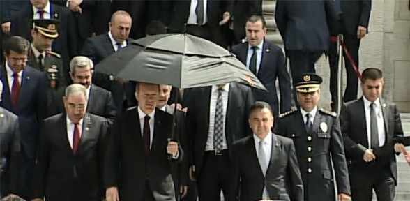 Erdoğan Meclis'te yemin törenini izledi