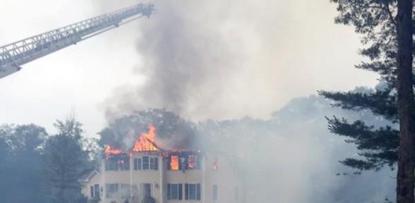 Evin üstüne uçak düştü: 3 ölü