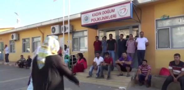 Eylemciler Hastane Kapılarına Kilit Vurdu