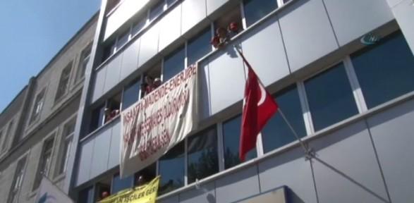 Eylemciler Sgk Binasını Işgal Etti