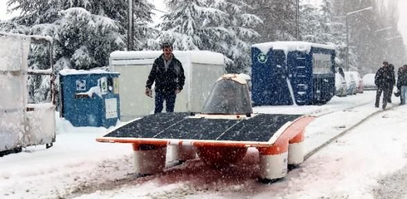Güneş Arabası Karda Bile çalışıyor