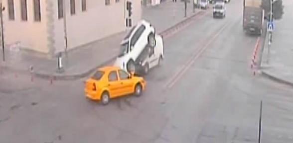 İnanılmaz Kazalar Mobese'de !