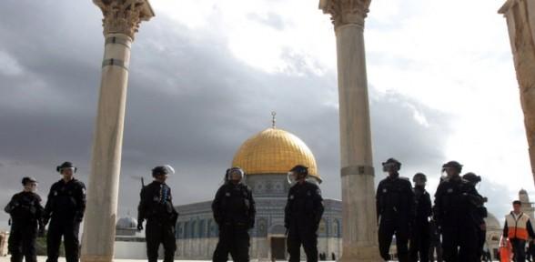 İsrail Mescid-i Aksa'yı Açmak Zorunda Kaldı
