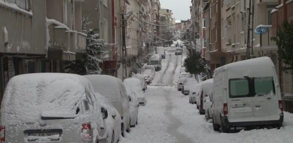İstanbul'da kar kalınlığı 70 santimetreye ulaştı