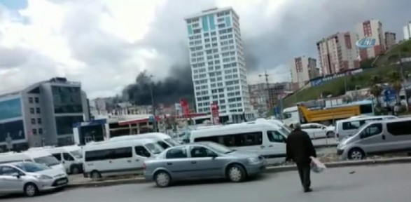 İstanbul'da korkutan yangın: İşçiler mahsur kaldı !