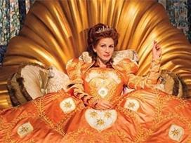 Julia Roberts kötü kraliçe oldu