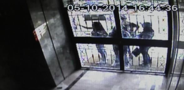 Kadın Hırsızların Ilginç Taktiği Kameraya Yansıdı