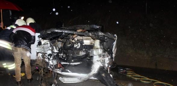 Kafa Kafa çarpışan Otomobiller 4 Kişiye Mezar Oldu