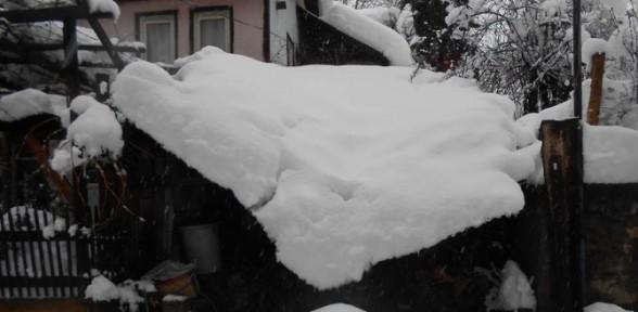 Kar Yıktı Geçti