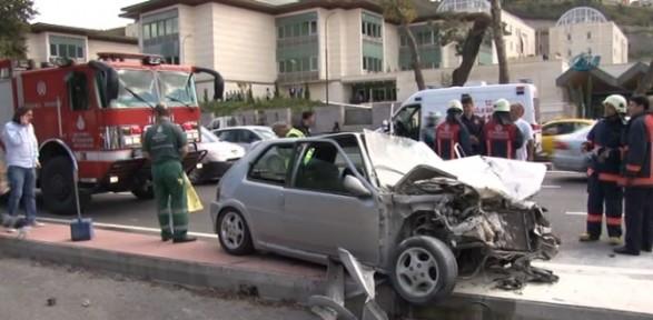 Kaza Yapan Araç Alev Aldı