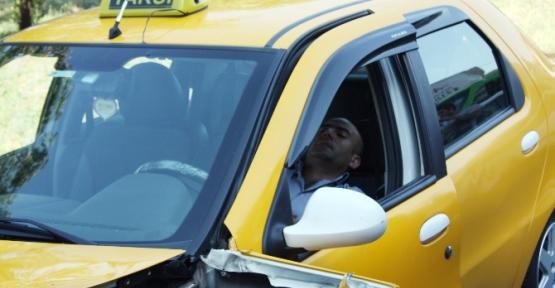 Kaza Yapan Taksi şoförü Bayıldı